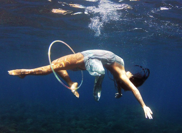 Spiral-floating-underwater-hoop